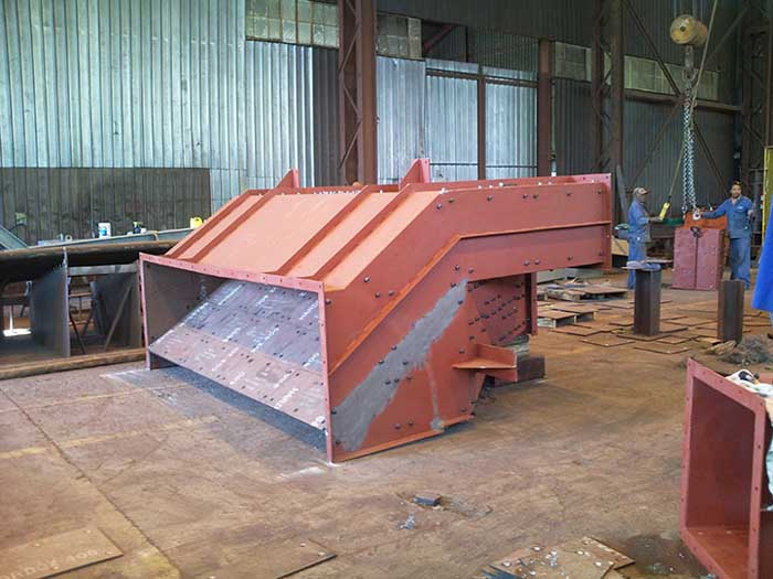 Alloy chutes with liners 2